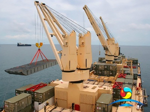 High Quality Hydrocylinder Luffing Crane For Vessel