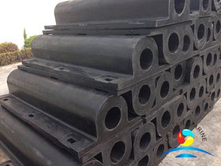 Jetty Fenders GD Type Rubber Fender or Wing Fenders with O Bore